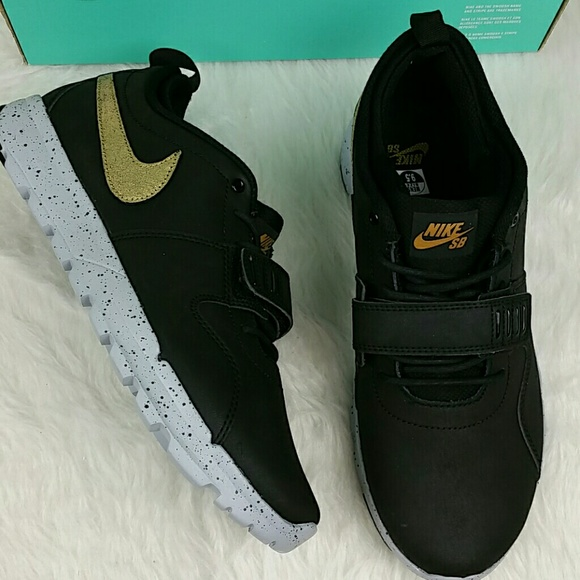 NIKE SB L QS TRAINERENDOR BLACK LEATHER 823059 070 NWT
